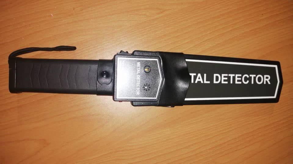 راکت بازرسی بدنی دانش آموز